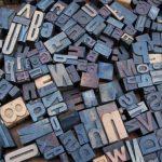 Foto vol letterstempels