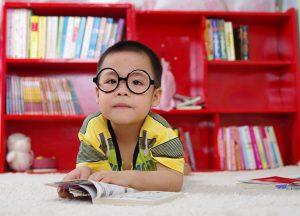 Liefde voor het boek zie je terug in de boekenkast van de kinderopvang