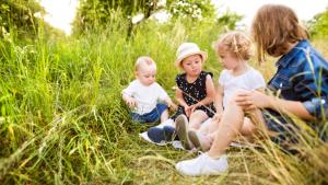 Wat draagt de natuur bij aan het spel van kinderen?
