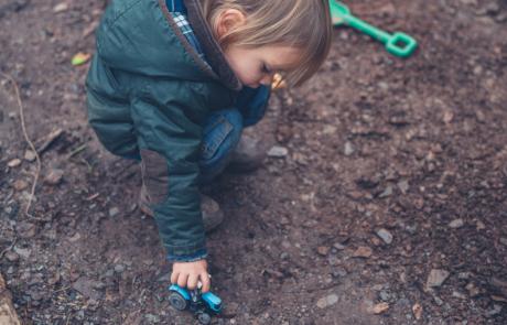 Met je billen in het zand: Zien hoe de omgeving het spel van kinderen vormt